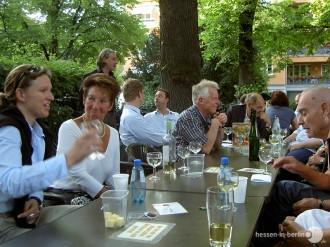 Ein Sommerabend am Weinbrunnen