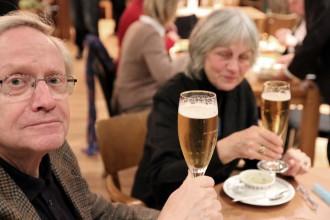 hessen-in-berlin.de | Beim Bier